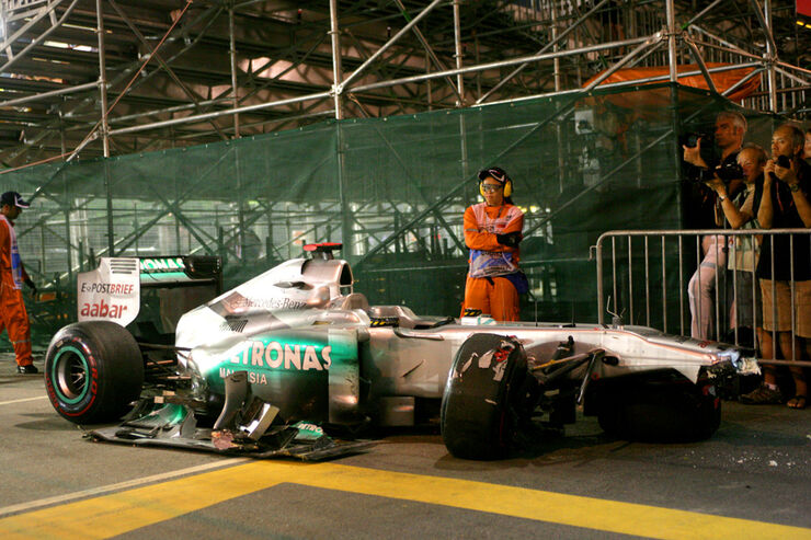 Michael Schumacher Mercedes Crash GP Singapur 2011