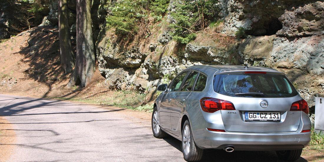 Opel Astra Sports Tourer 2.0 CDTi, Heckansicht
