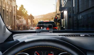 Opel Crossland X Advertorial Head-Up-Display