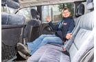 Opel Omega A Caravan, Rücksitz, Anna Matuschek