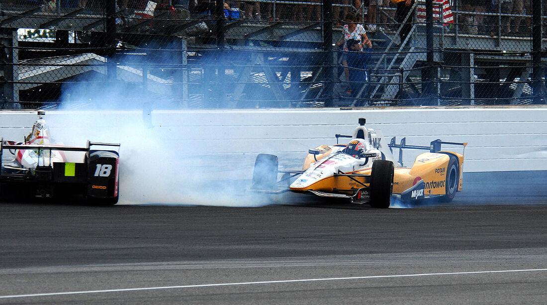 Oriol Servia & James Davison - IndyCar-Crash - Indy500 - 2017