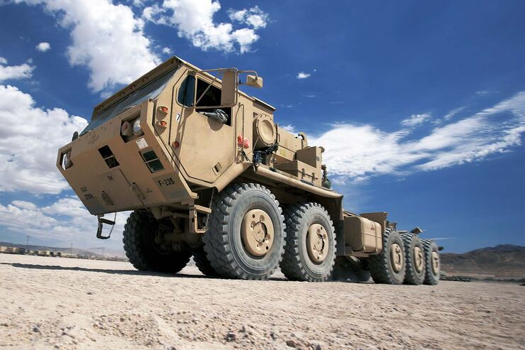 oshkosh milit r trucks die giganten der us army auto motor und sport. Black Bedroom Furniture Sets. Home Design Ideas