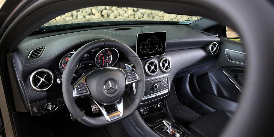Performmaster-Mercedes-AMG A 45, Cockpit
