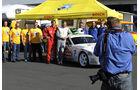 Peter Oberndorfer und Paul Singer vor Porsche 944 Turbo
