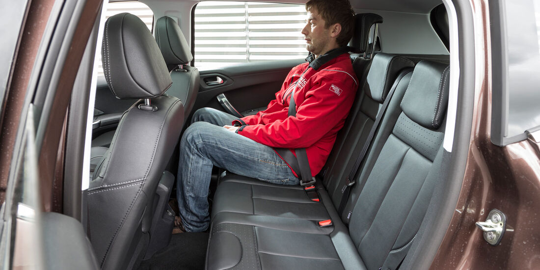 Peugeot 2008 120 Vti, Rücksitz, Beinfreiheit