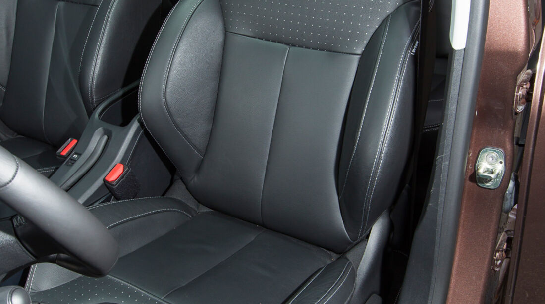 Peugeot 2008 e-HDi 115, Fahrersitz