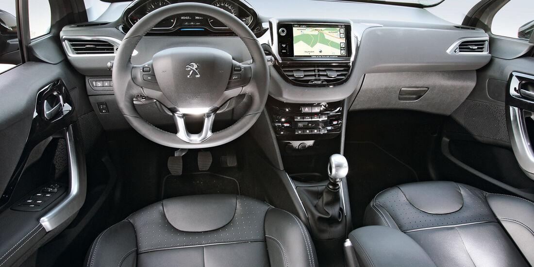 Peugeot 208 e-Hdi 115, Cockpit