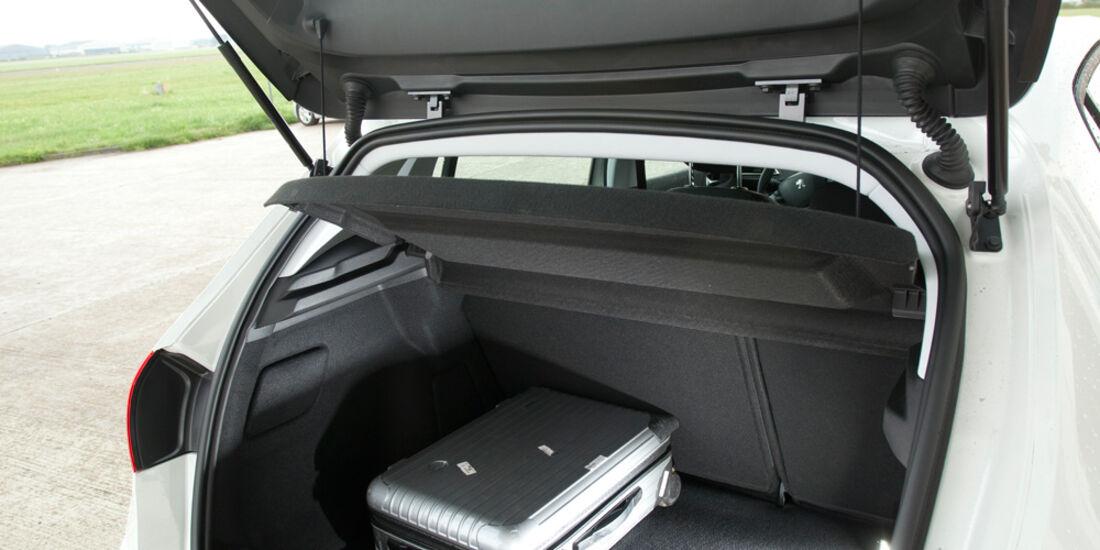 Peugeot 308 125 THP, Rücksitz, Beinfreiheit