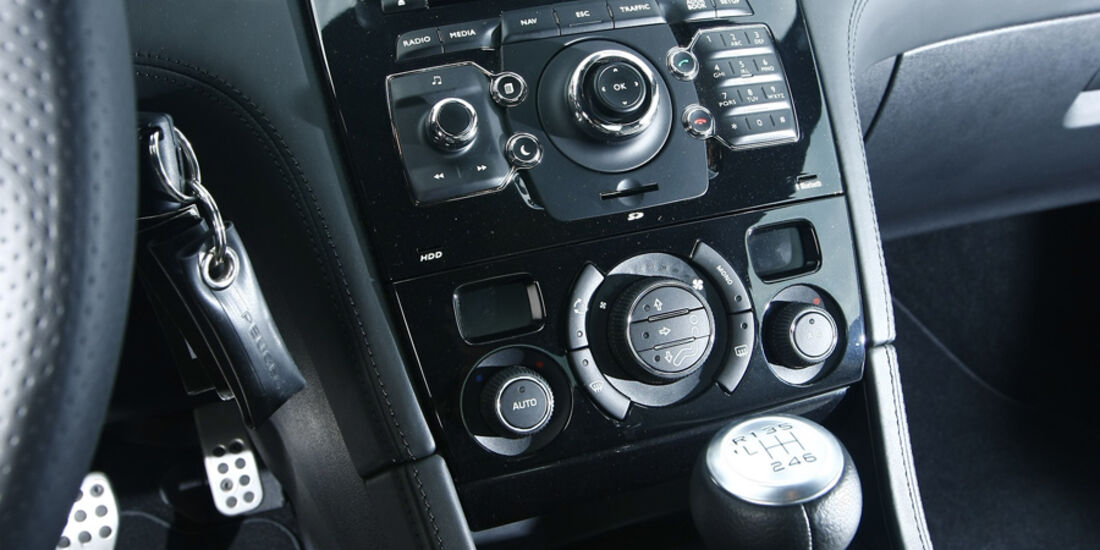 Peugeot RCZ 1.6 200 THP Mittelkonsole