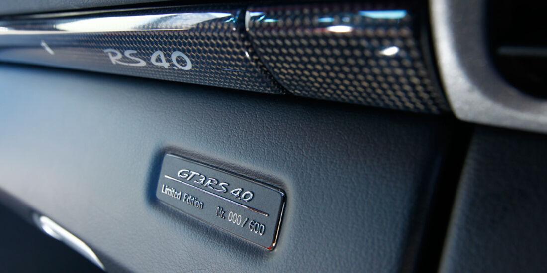 Porsche 911 GT3 RS 4.0, Plakette Handschuhfach