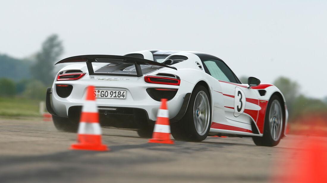 Porsche 918 Spyder, Heckansicht, Slalom