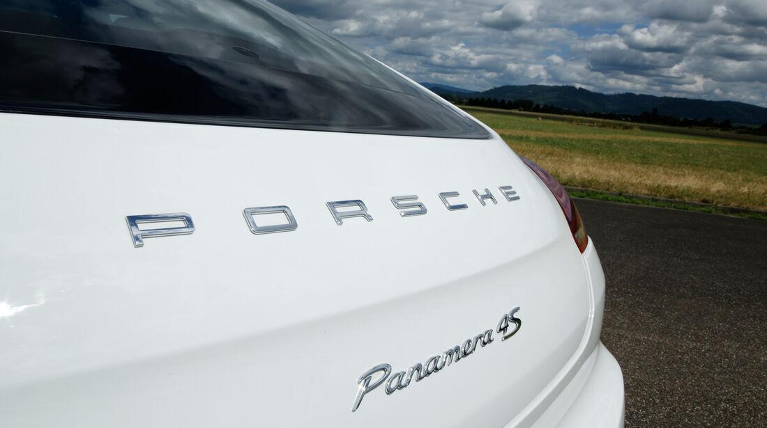 Porsche Panamera 4S, Schriftzug