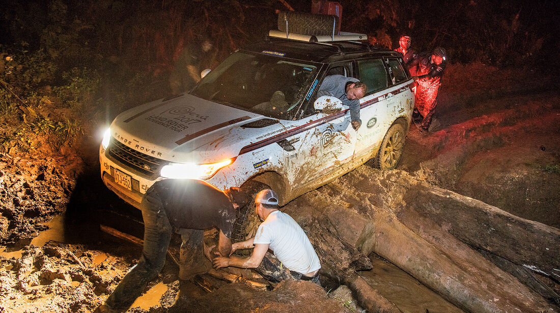 Range Rover im Dschungel