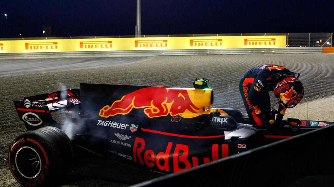 Red Bull - Max Verstappen - Crash - GP Bahrain - Formel 1 - 2017