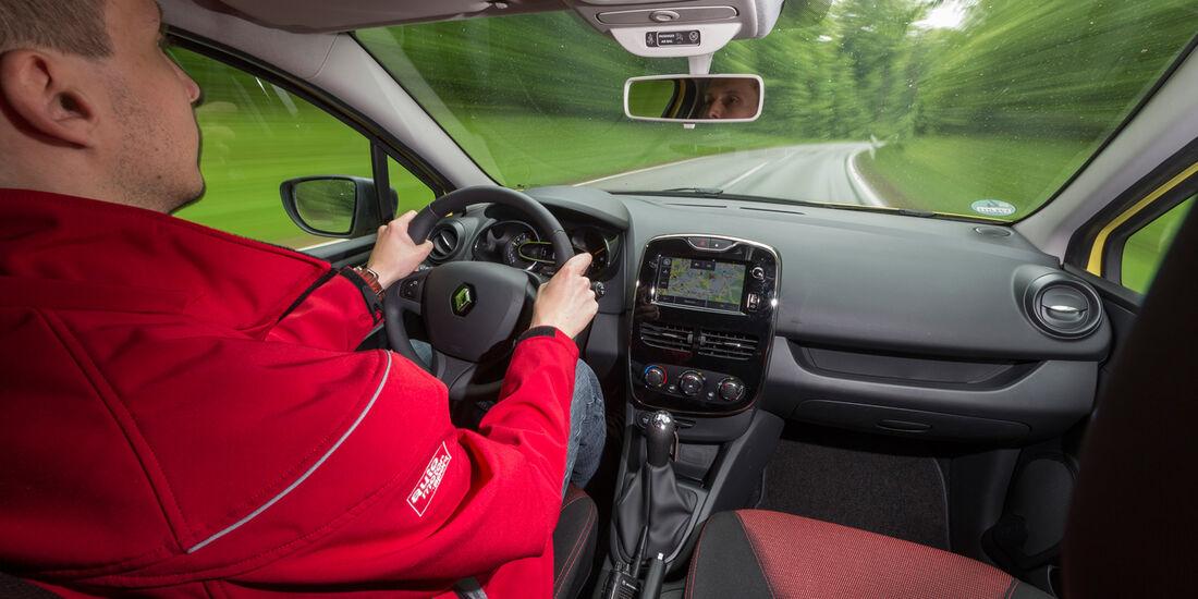 Renault Clio 1.2 16V 75, Fahrersicht, Cockpit