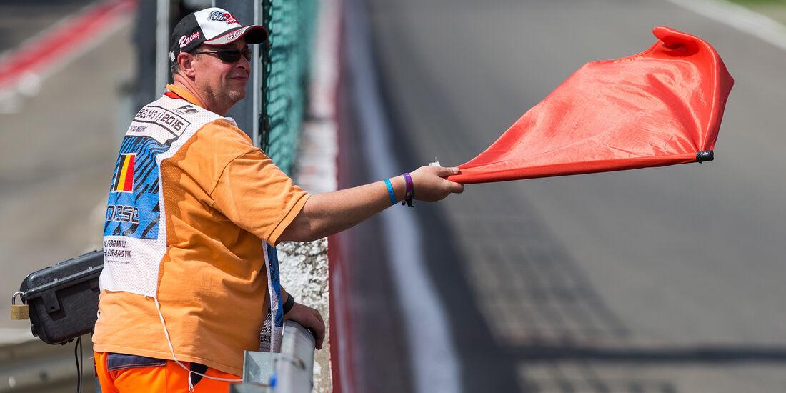 Rote Flagge - Formel 1 - GP Belgien 2016