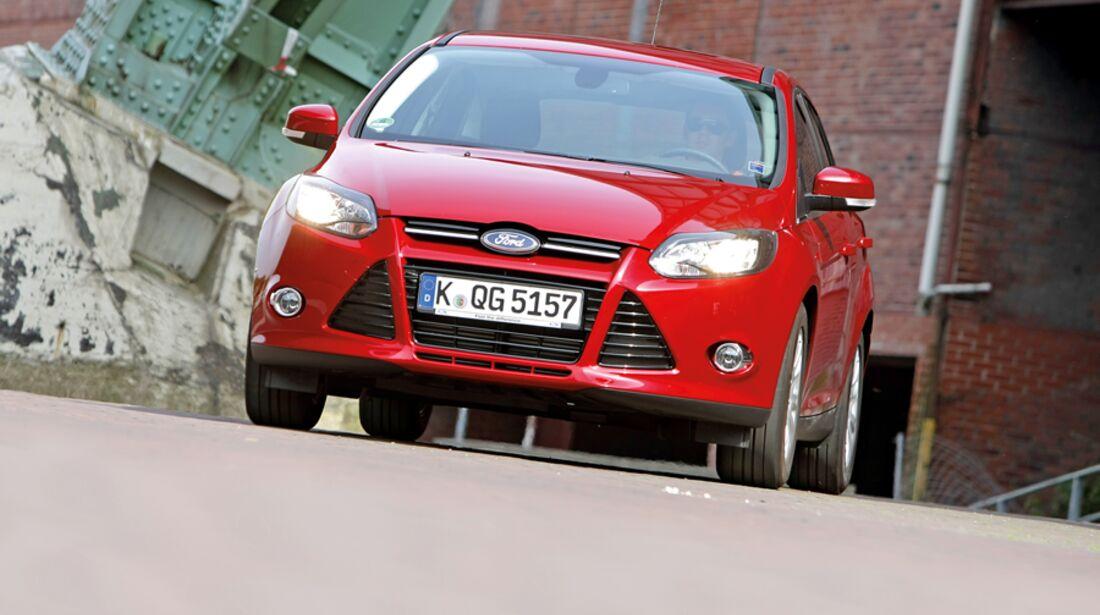 Roter Ford Focus 1.6 Ecoboost Titanium