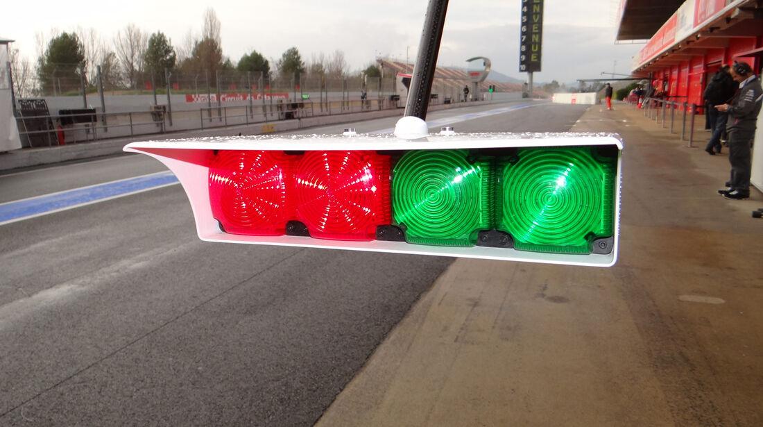 Sauber Boxenampel 2013