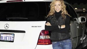 Sheryl Crow und ihr Mercedes-Benz BlueTEC Fahrzeug