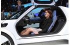 Sitzprobe auf der IAA 2011 in Frankfurt - Birgit Priemer im VW Nils