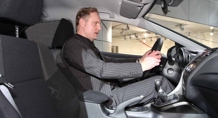 Sitzprobe auf der IAA 2011 in Frankfurt - Henning Busse im Honda Civic