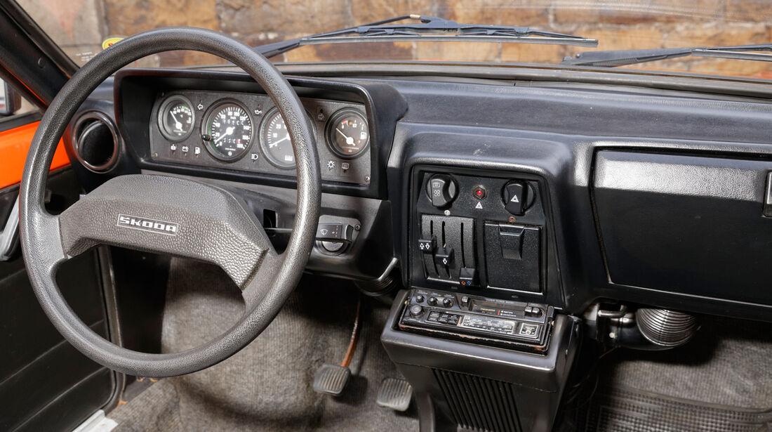 Skoda 105 L, Cockpit