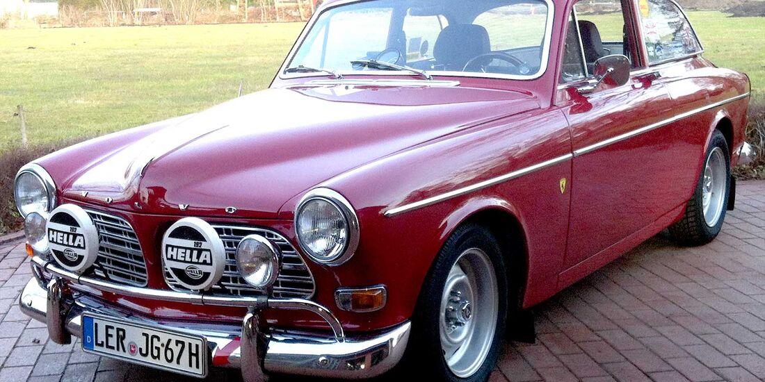 Startnummer 112: Jens und Gabriele Goepel im Volvo P121 Amazon, 2 Liter, 4-Zyl. Reihe, 100 PS, Baujahr 1967.