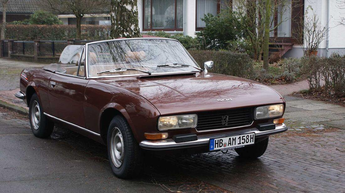 Startnummer 148: Dr. André-Michael und Dr. Karina Schultz im Peugeot 504, 2 Liter, 4-Zyl. Reihe, Baujahr 1978.