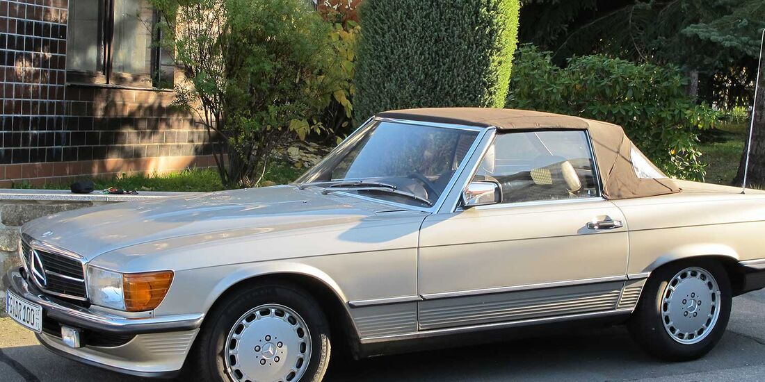 Startnummer 156: Dr. Jörg und Dr. Beate Raßler im Mercedes-Benz 300 SL, 3 Liter, 6.Zyl. Reihe, 180 PS, Baujahr 1987.