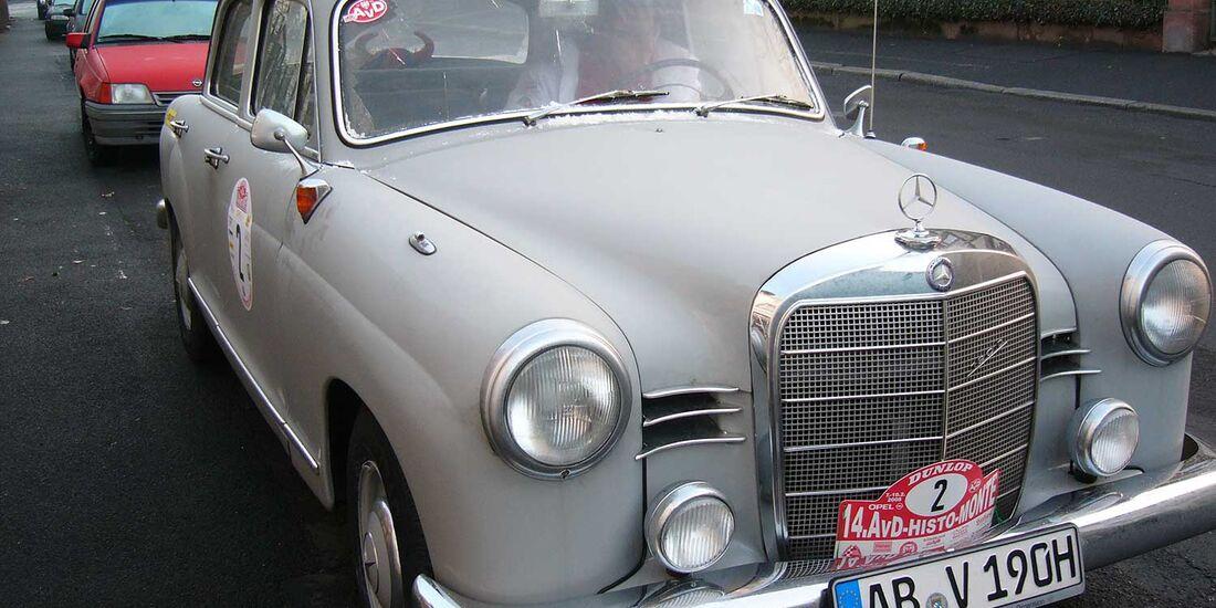 Startnummer 87: Urban Priol und Fabian Seydel im Mercedes-Benz 190D, 1,9 Liter, 4-Zyl. Reihe, 50 PS, Baujahr 1959.