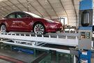 Tesla Model 3 Montage-Zelt