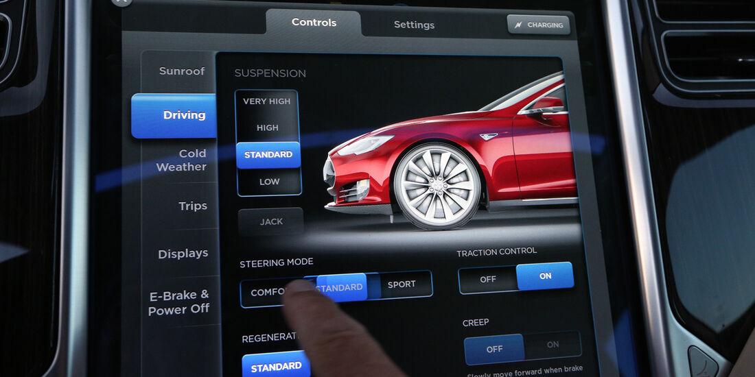 Tesla Model S, Display