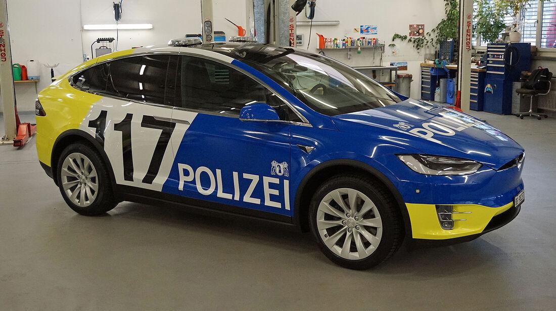 Tesla Model X Polizei Basel