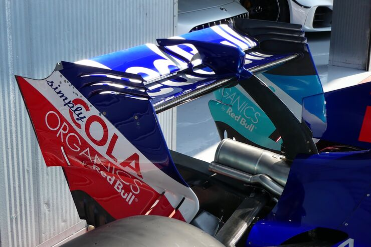 https://imgr3.auto-motor-und-sport.de/Toro-Rosso-Formel-1-GP-Italien-30-August-2018-fotoshowBig-f73ff044-1185456.jpg