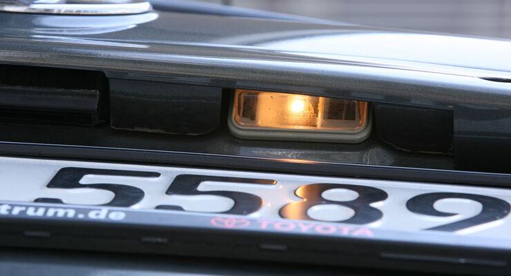 Toyota Corolla, Kennzeichenbeleuchtung