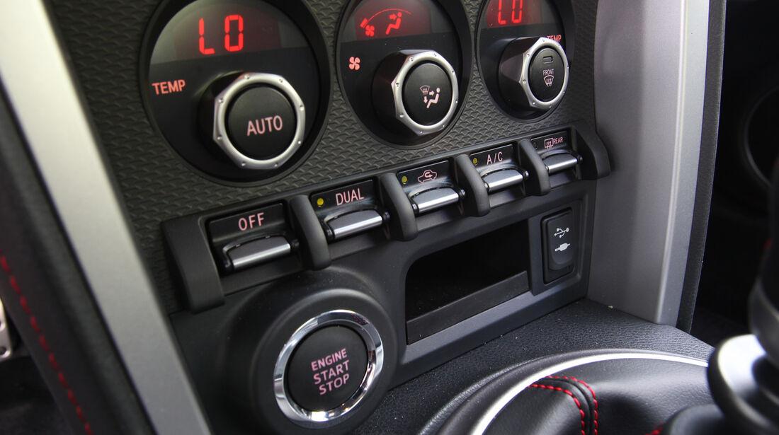 Toyota GT 86, Bedienelemente