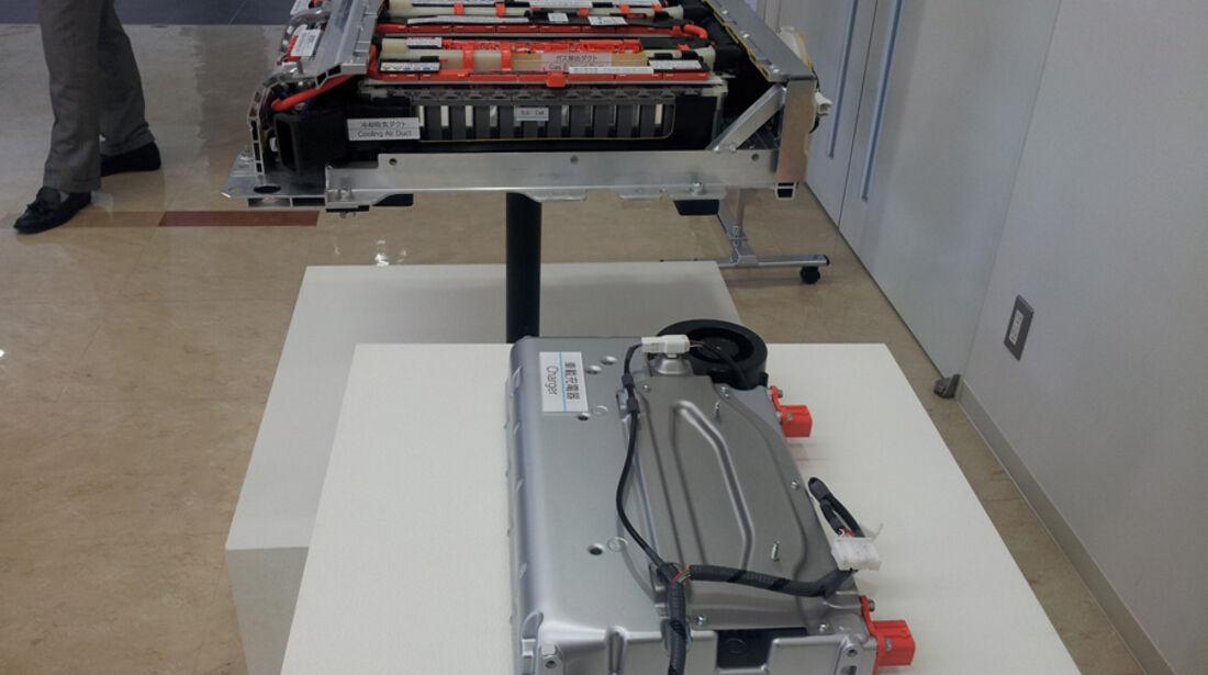 Toyota Prius Plug-in, Batterie, Ladegerät