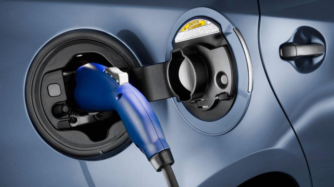 Toyota Prius Plug-in, Tanken