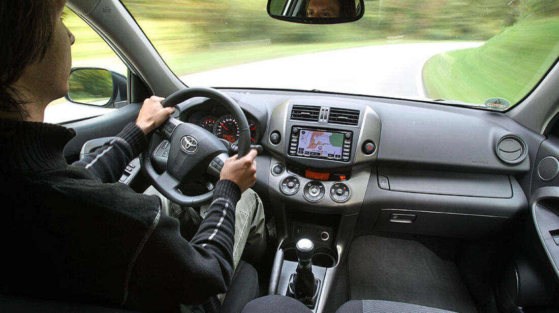 Toyota RAV4, Cockpit