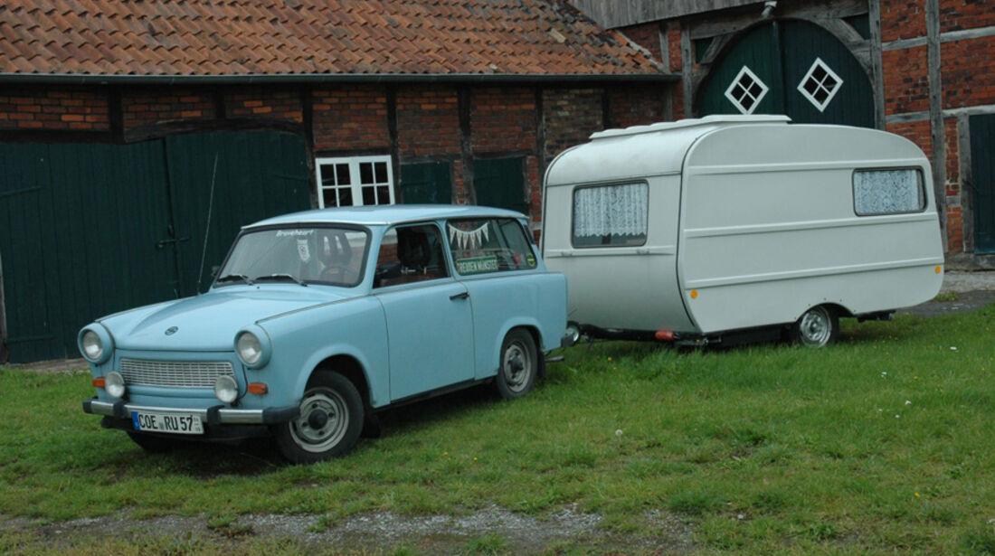 Trabant zieht Wohnwagen