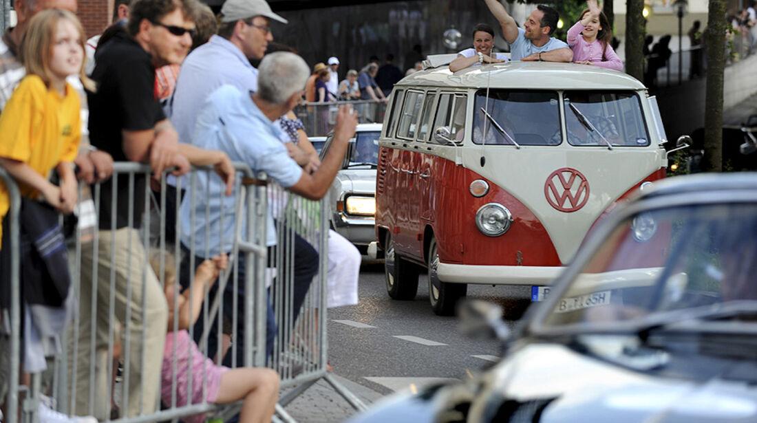 VW Bulli in der Klassikerparade von Motor Klassik  auf der Klassikwelt Bodensee