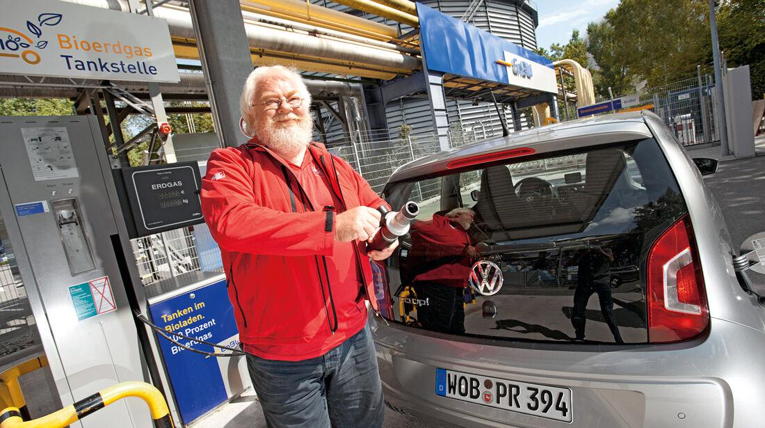 VW Eco-Up, Malte Jürgens, Tankstelle