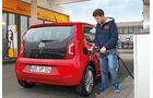 VW Eco Up, Tankstelle, Tanken