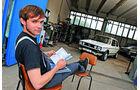 VW Golf I in der Werkstatt