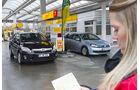 VW Golf TDI Blue Motion, Toyota Auris HSD Tankstelle