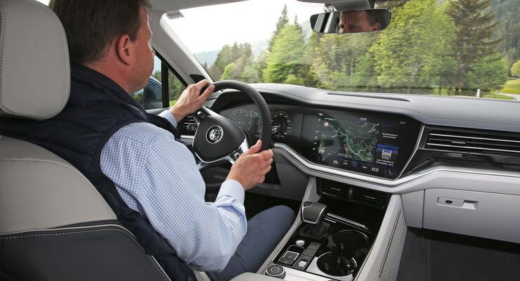 https://imgr3.auto-motor-und-sport.de/VW-Touareg-3-Generation-2018-Fahrbericht-ASV-12-2018-articleDetail-6a86a74e-1161337.jpg