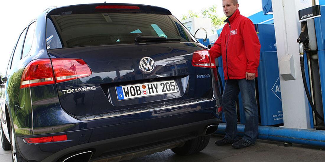 VW Touareg Hybrid Tankstelle