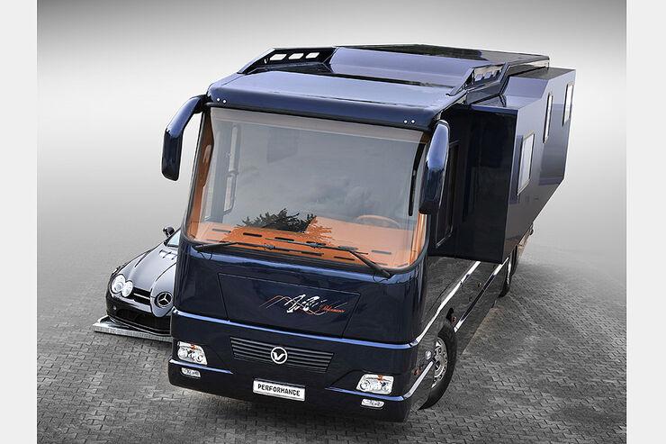 volkner auf dem caravan salon reisemobil mit seitenwachstum auto motor und sport. Black Bedroom Furniture Sets. Home Design Ideas