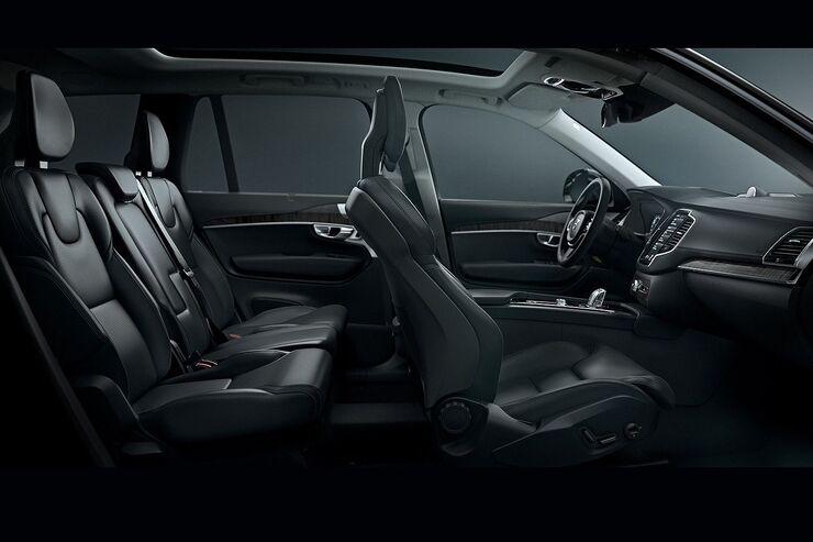 Volvo xc90 erster einblick in den innenraum auto motor for Auto innenraum