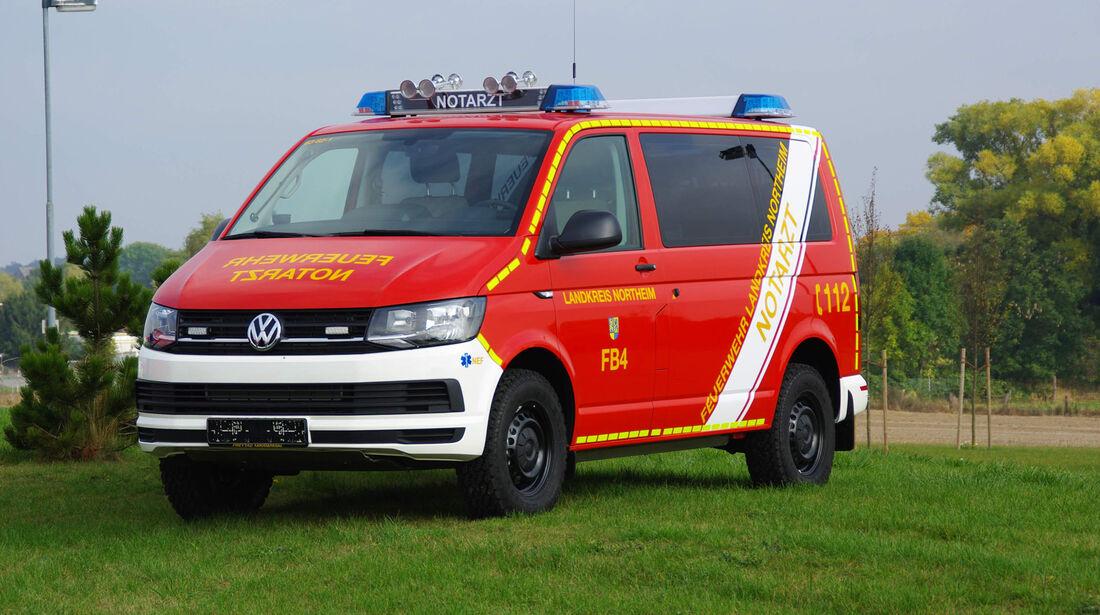 Vom Aufbauhersteller Freytag zum Notarzteinsatzfahrzeug umgebauter Transporter